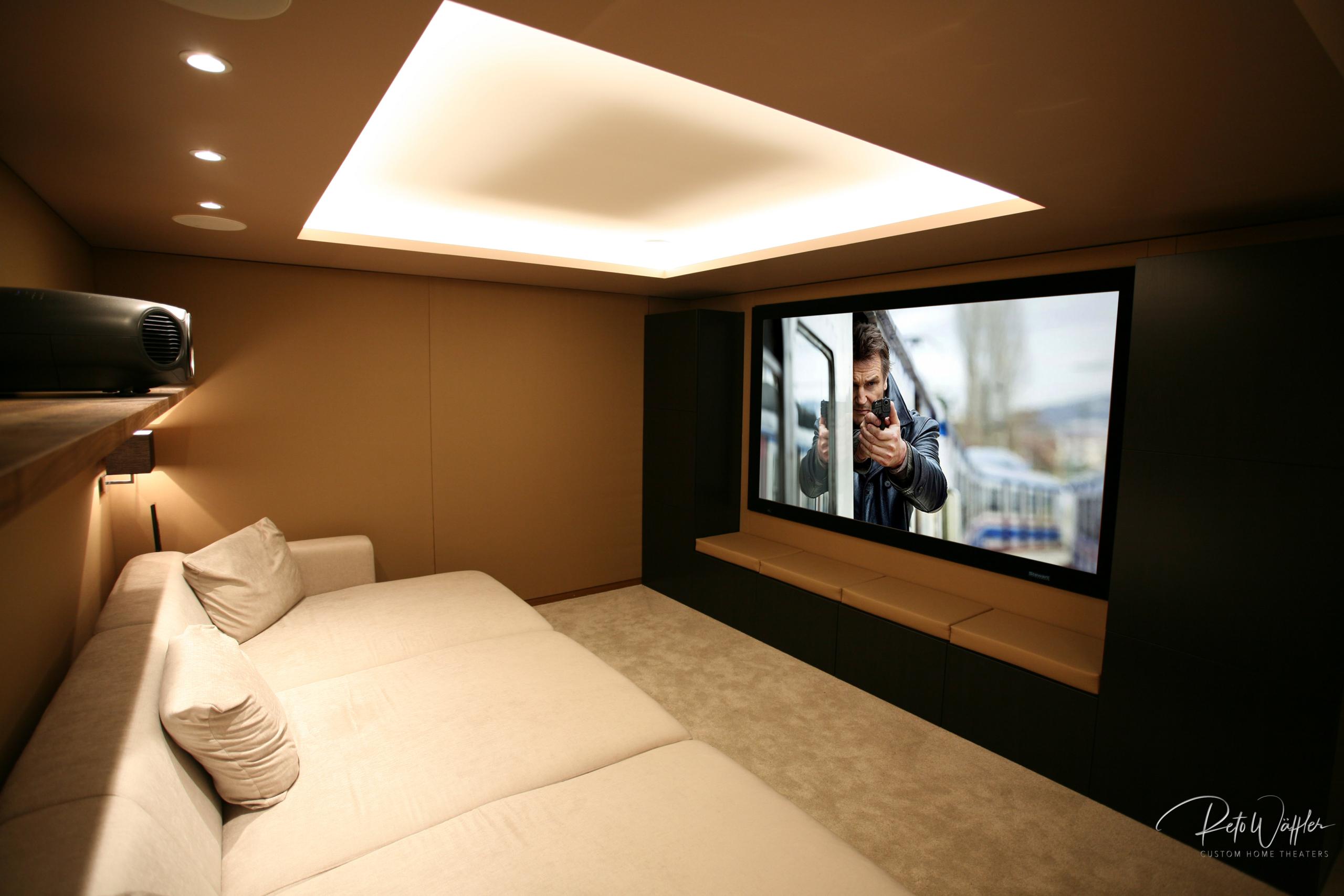 Brown Style Movie Room, LU